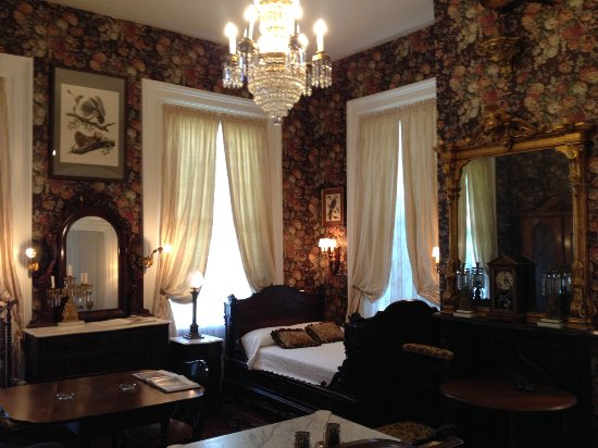 Stone House Musical B&B: Master bedroom features huge 1st edition Audubon engraving.
