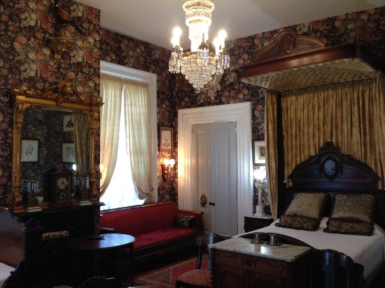 Stone House Musical B&B: Master bedroom includes antique rosewood furnishings.