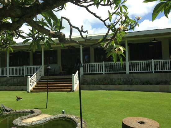 Plantation Gardens Restaurant: large porch with dining
