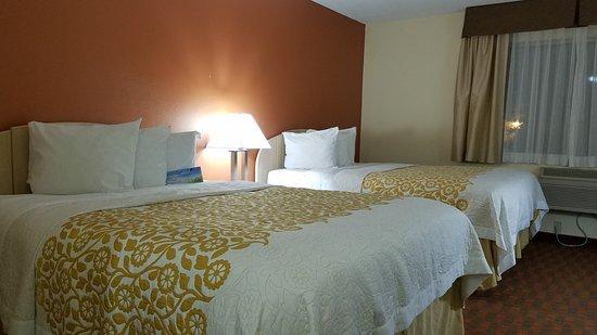Woodland, CA: Nice clean room