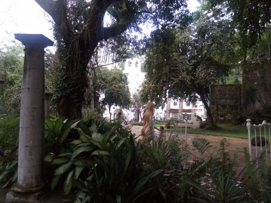 Antipolo City, Philippines : Garden view at Pinto Art Museum