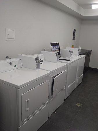 Medicine Hat, Canadá: Coin Laundry 3rd floor