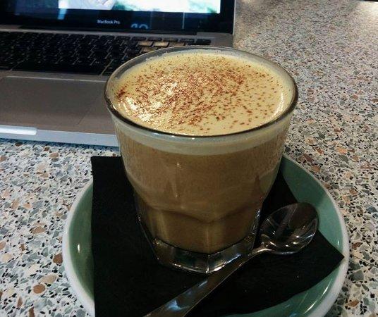Rangiora, Nya Zeeland: Turmeric Latte with Cashew Milk