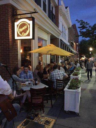 Morristown, NJ: Friday night at Pavesi's