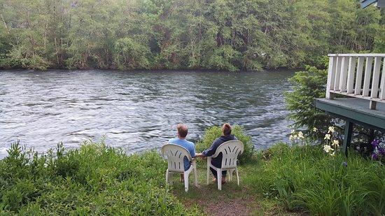 Blue River, OR: Mckenzie river romance.