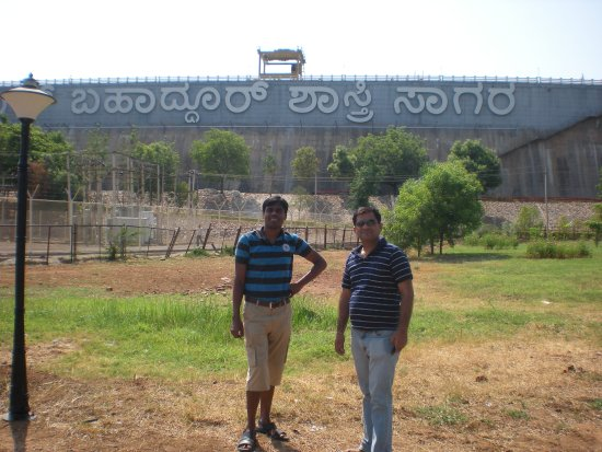 Almatti Dam: At the reservoir