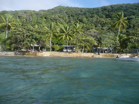 Mai Dive - Astrolabe Reef Resort : Beachfront Bures from the ocean