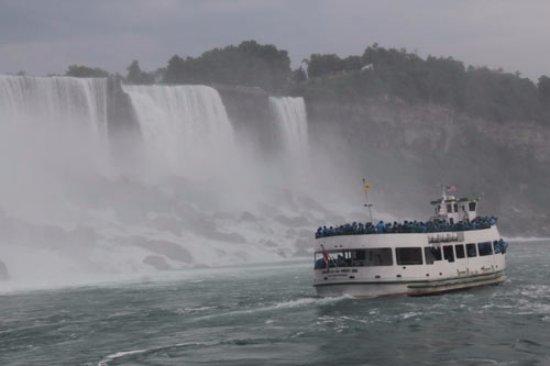 Niagara Falls Sightseeing Tours: boat tour