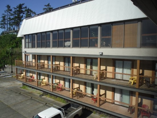 Anchor Inn & Suites: BEACH FRONT SOUTH SIDE (RM 201 FAR LEFT 2ND LEVEL)