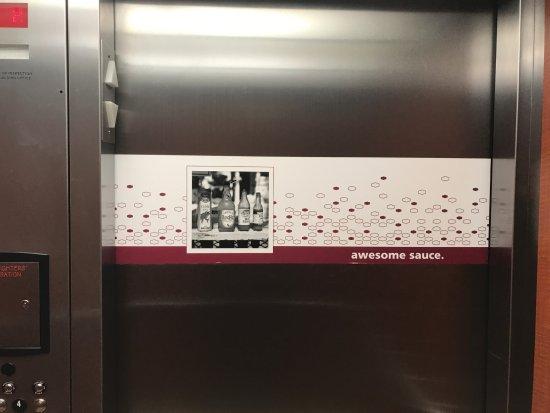 Hampton Inn & Suites Salem: Elevator Doors