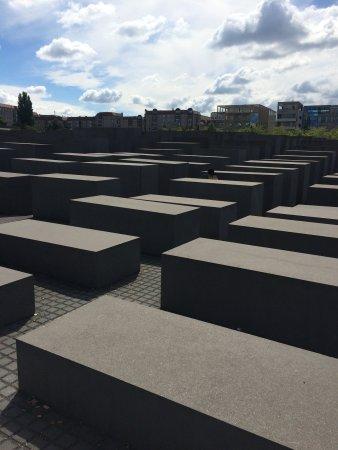 Holocaust-Mahnmal (Denkmal für die ermordeten Juden Europas): Really massive memorial, occupying a huge land area