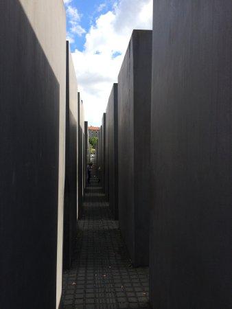 Holocaust-Mahnmal (Denkmal für die ermordeten Juden Europas): Felt like a child wandering among giants when you walked among these columns