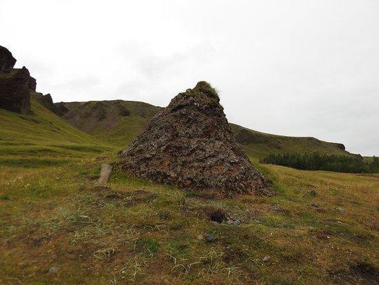 Kirkjubaejarklaustur, Iceland: Burial Mound