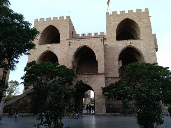 Torres de Serranos : Parte trasera ó interior.