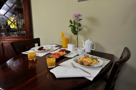Trigg, Avustralya: table for 2 is an option, or share a larger table with others for breakfast