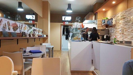 Interno con cucina a vista - Picture of U-Tub, Acitrezza - TripAdvisor