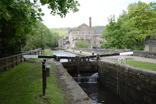 Hebden Bridge, UK: View of the canal, lock and renovated mill