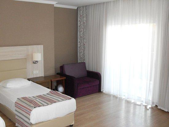 Side Prenses Resort Hotel & Spa: Blick vom Eingangsbereich zum Fenster
