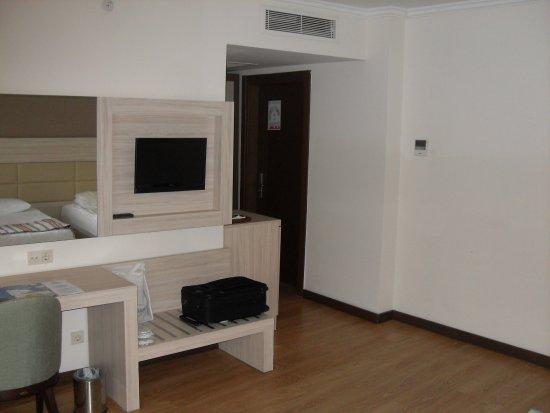 Schrank Für Side By Side Kühlschrank : Eingangsbereich mit schrank und kühlschrank bild von side