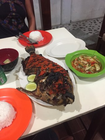 Gili Meno, Indonesia: Freshly caught fish BBQ'd to perfection 😃
