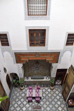 Dar Attajalli: Blick vom Zimmer in den (normalerweise hellen) Innenhof