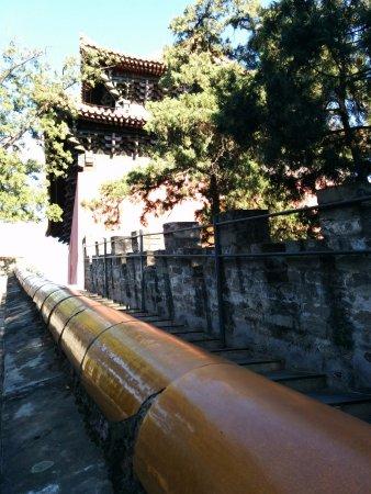 Ming Tombs (Ming Shishan Ling): Look Around