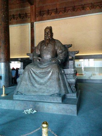 Ming Tombs (Ming Shishan Ling): Statues