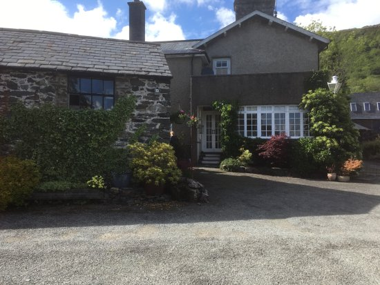 Penmorfa, UK: View of the house from the car park
