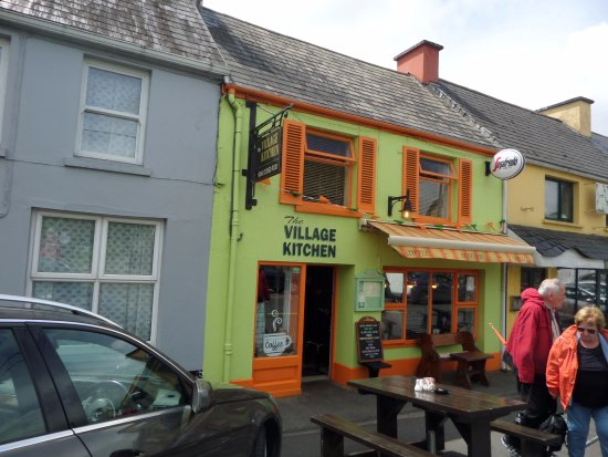 Sneem, Ireland: The Village Kitchen where a local beer costs 6€!
