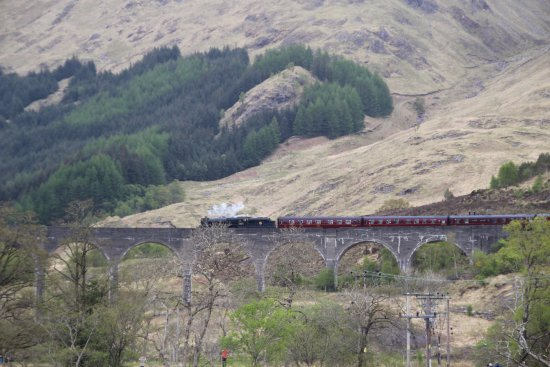 Glenfinnan, UK: Train is coming