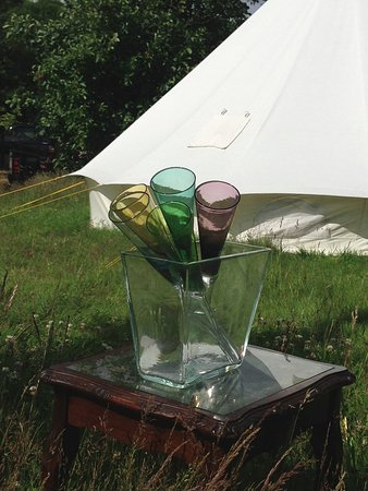 Snitterfield, UK: Relax outside one of our traditional tents