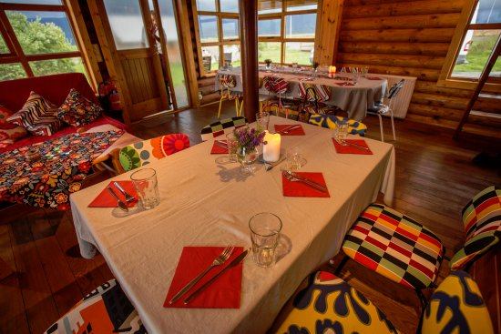 Varmahlid, أيسلندا: Travelling groups, or families can rent our Logghus and organize their own candlelit feast :)