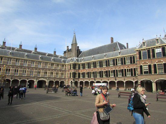 Binnenhof & Ridderzaal (Inner Court & Hall of the Knights): big !