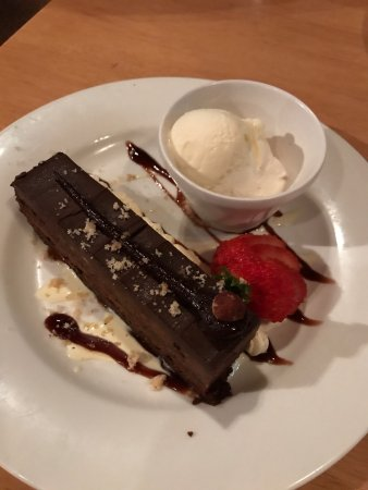 Buderim, Australia: Brownie with cream Chocolate Bacci