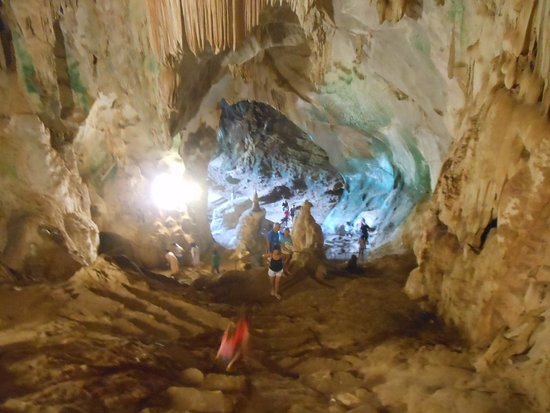 Takua Thung District, تايلاند: Phang-Nga, il Suwannakuha Temple o monkey cave
