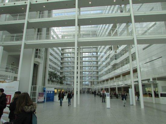 huge atrium - photo de bibliotheek den haag, la haye - tripadvisor