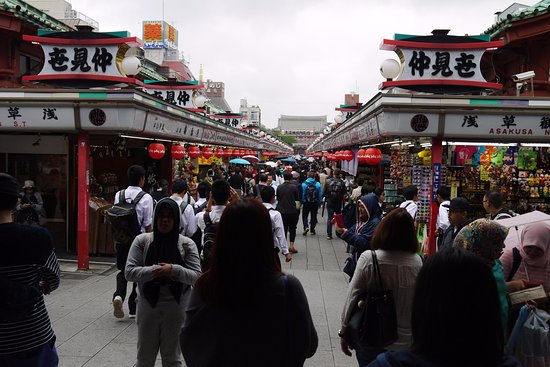 Asakusa: the street is lined with ppl any day