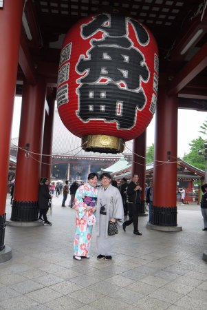 Asakusa: wear kimono and stroll around to complete your experience!