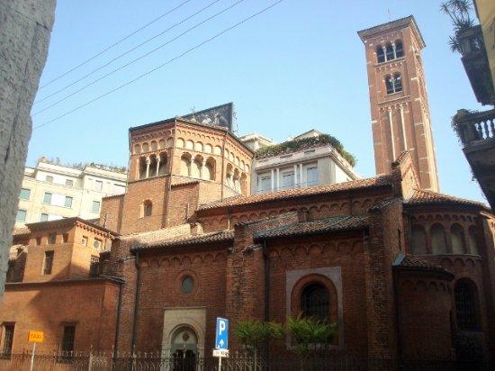 Chiesa di San Babila : Vista laterale da Corso Monforte