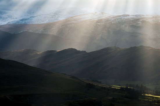 Askham, UK: Rays of light over the Lake District