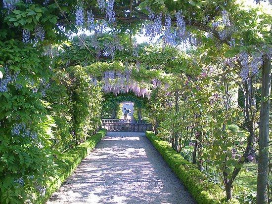 Faringdon, UK: walled Garden