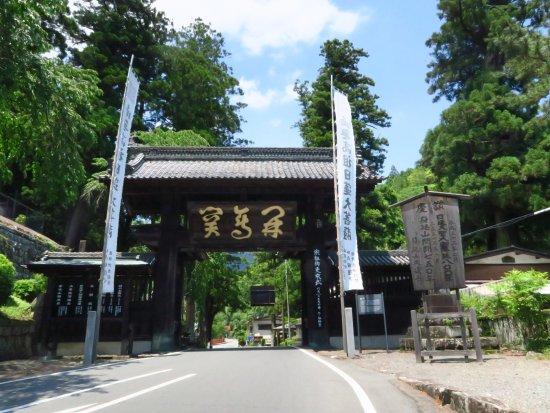 Mt. Minobu Kuonji Temple : 久遠寺の総門