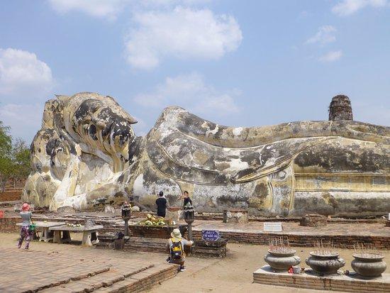Más enorme de lo que parece - Picture of Temple of the Reclining Buddha (Wat ...