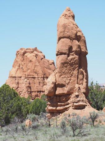 Cannonville, UT: Jeden z mnoha komínovitých monolitů