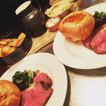 Corsham, UK: Traditional Roast
