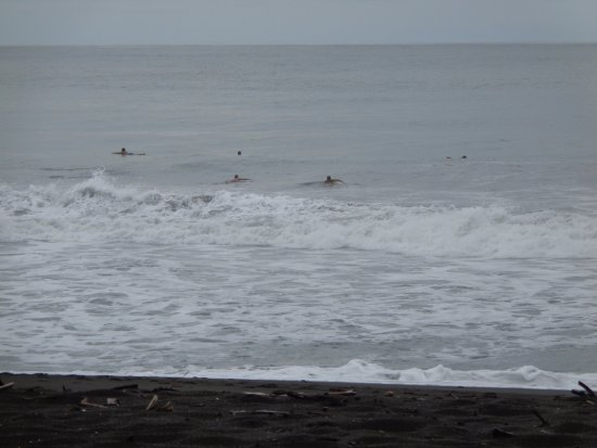 Playa Hermosa: Surfers between waves