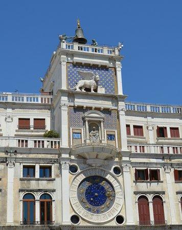 Torre dell'Orologio : Flott klokketårn