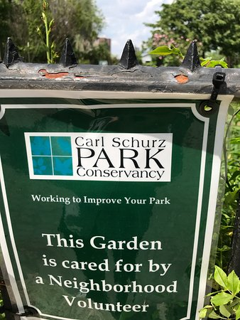 Gracie Mansion: Carl Schurz Park and volunteers who do wonders