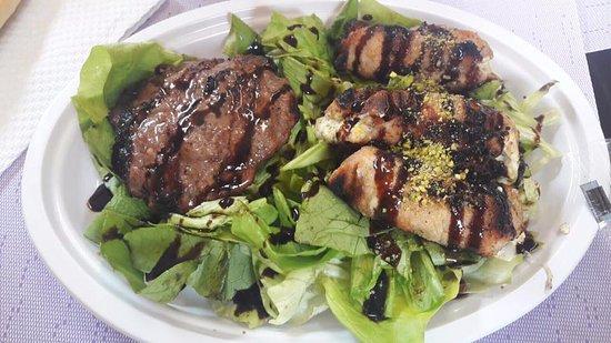 Aci Sant'Antonio, Italy: piatto carne con contorno