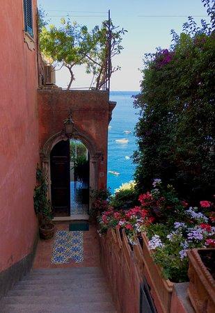 Hotel Marincanto: Atmospheric private entrance to Villa L'Incanto.